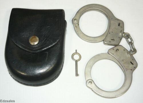 Smith & Wesson Handcuffs w/Key w/Safariland Case