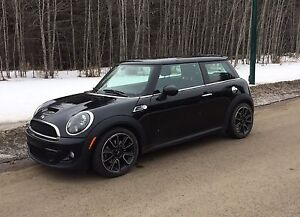 Mint! 2012 Mini Cooper S Turbo-Bayswater Edition