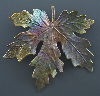 LARGE LEAF SHAPED CLOTHING BUTTON - MAPLE LEAF - Maple Leaf Button