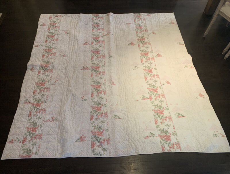 """1930s Pieced Quilt Rows of Triangles Roses 86"""" x 86"""" Shabby Chic"""