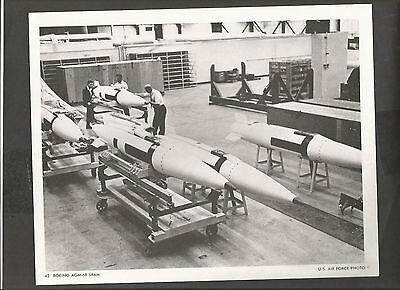 USAF AIRCRAFT 8X10  PHOTO BOEING AGM-69 SRAM (1977)