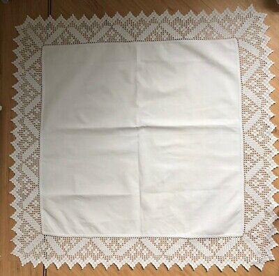 GORGEOUS BRIGHT WHITE VINTAGE ANTIQUE SQUARE EMBROIDERED TRIM TABLE CLOTH EX CON