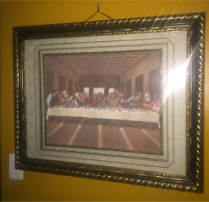 A $40 LOT OF 6 PCS Picture Frame/ Wall Frames
