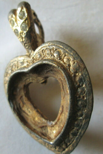 VINTAGE HEART GOLD PLATED SCARF CLIP, 4 CLEAR STONES, MISSING MAIN STONE, USED