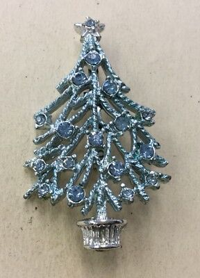 Beautiful Vintage Silvertone Holiday Blue Enameled/Stone Christmas Tree Pin VQ1