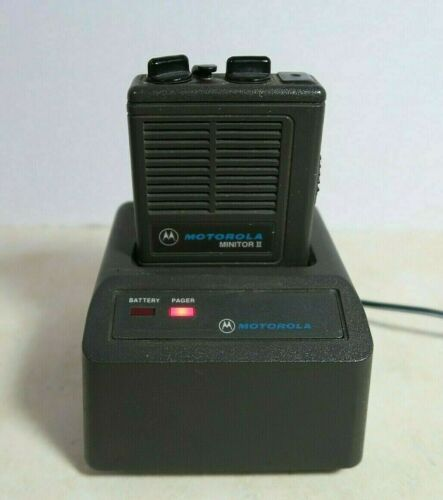 Motorola Minitor II Low Band Pager 46.44 MHz with NRN4952A Charger