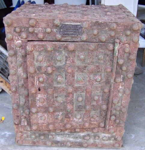 safe,hob nail safe,turn of the century safe,rustic safe,charf brevette marseille