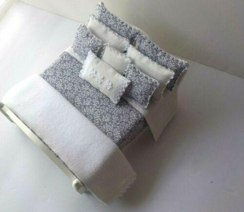 Miniature Dollhouse Handmade 10 Piece Bedspread/Comforter/Blanket 8 Pillows