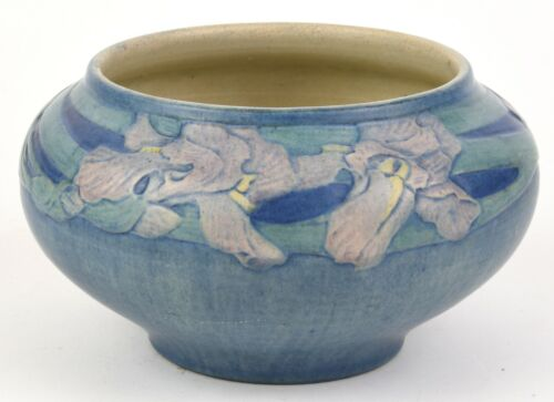 NEWCOMB COLLEGE  LARGE URN WITH PINK IRIS DECORATION 1920 ANNA FRANCIS SIMPSON