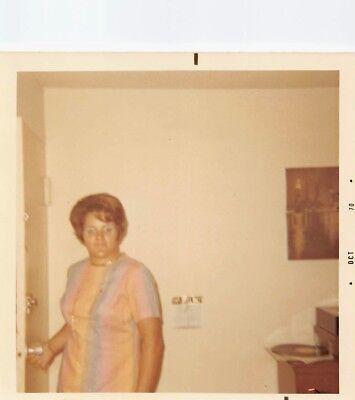 THAT BLUE EYE SHADOW BIG BLONDE BOUFFANT TEASED HAIR WOMAN VTG 1970s PHOTO S81