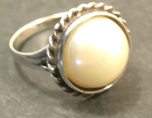 LOVELY STERLING SILVER & FAUX CREAM PEARL RING SZ 7 ROPE TWIST BORDER