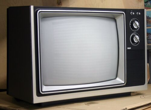 """1984 RCA SOLID STATE 16"""" color TELEVISION works great SUPER CLEAN ex+"""