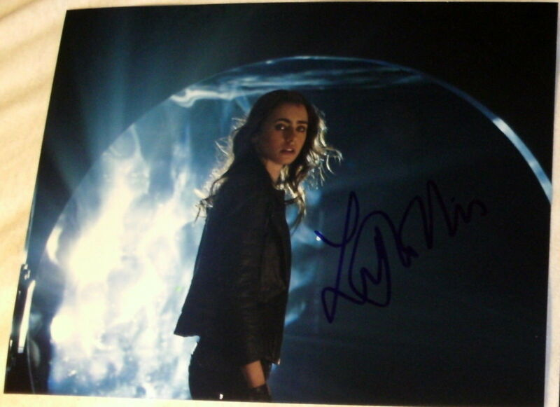 "LILY COLLINS SIGNED AUTOGRAPH ""MORTAL INSTRUMENTS CITY OF BONES"" RARE 8X10 PHOTO"