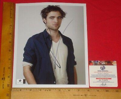 Real Authentic Robert Pattinson Signed 8 X10  Color Photo Global  Ga Gai Gv Htf