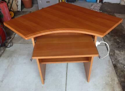 Corner Desk (computer)