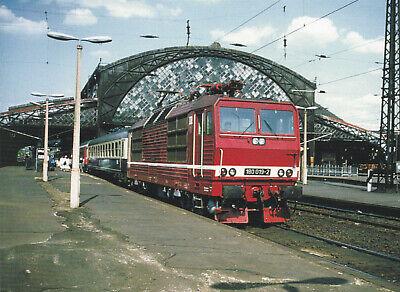 Postkarte: Mehrsystem - Elektrolokomotive 180 019 mit Reisezug in Dresden-Neustd