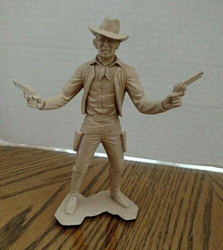 Cowboy With Two Guns Vintage Louis Marx Plastic Figure/1965/Beige Plastic