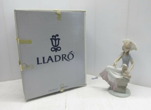 """LLADRO """"Picture Perfect"""" LADY WITH UMBRELLA AND DOG #7612 ORIGINAL BOX"""