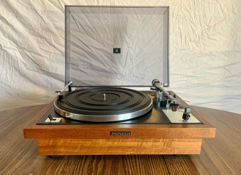 PIONEER PL-A25 1970 Turntable Walnut Base - TESTED AND RESTORED