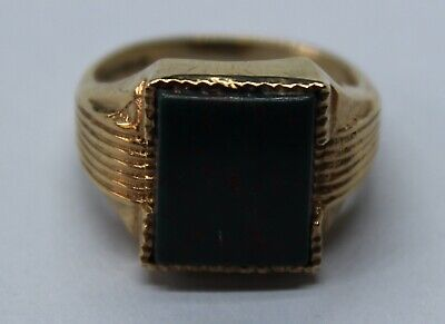VINTAGE 9CT YELLOW GOLD SIGNET RING WITH RECTANGULAR BLOODSTONE HEAD SIZE M