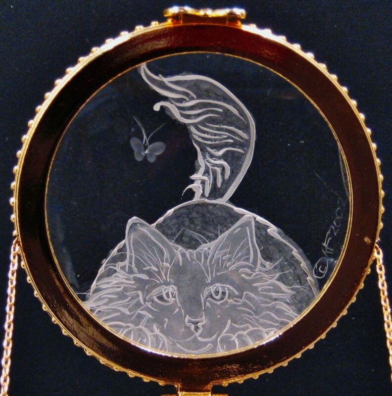 Crystal Trinket Box With Hand Engraved Optical Lens Cat With Butterfly No.8