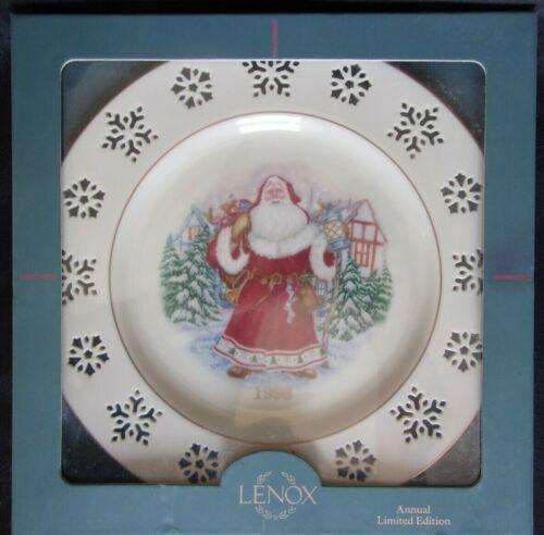 LENOX SANTA CHRISTMAS COLLECTOR PLATE  with Box