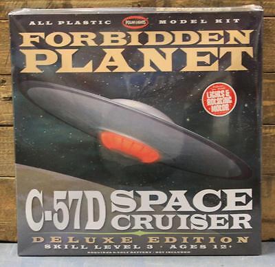 Polar Lights 916/06 Forbidden Planet C-57D Space Cruiser Deluxe Edition MISB