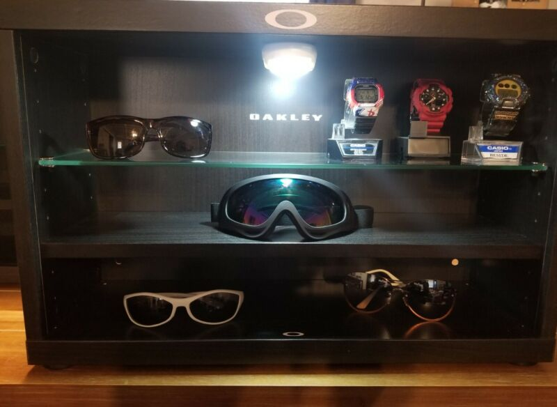 Custom multi color led Oakley Sunglasses  display Case Stand Fits 12-18 shades