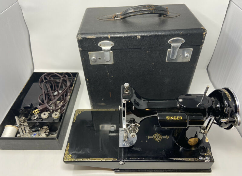 1936 Vintage Singer 221 Featherweight Sewing Machine w/ Case  Tested
