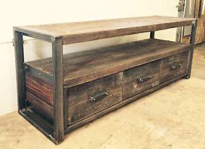 Meubles en bois de grange et metal de style industriel