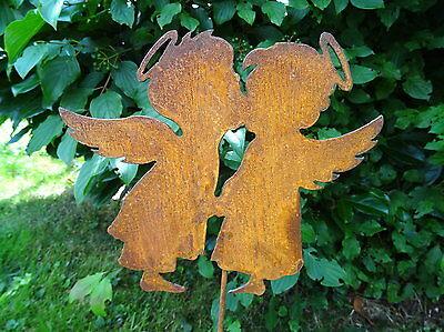 Gartenstecker 2 küssende Engel aus Metall, Rost, Gartendeko, 63 cm hoch