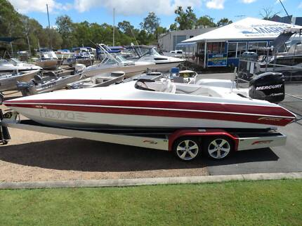 Force F23 ski boat