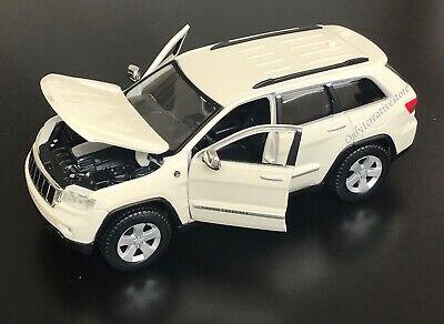 MAISTO 2011 Jeep Grand Cherokee Laredo 1:24 Diecast Car - Choose Color - Jeep Grand Cherokee Colors