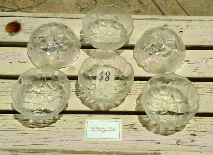 Set of 6 glass bowls