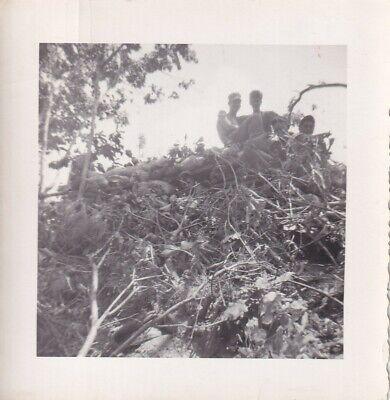 Original Snapshot Photo KOREAN WAR GIs SANDBAGGED HILLTOP OUTPOST 143