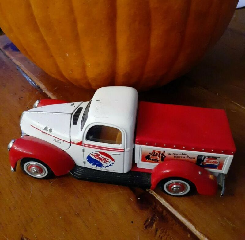 Pepsi-Cola Ford Pickup Delivery Truck 1940 Diecast Metal Golden wheel