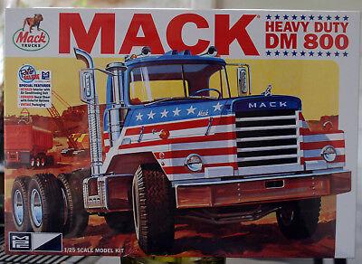 Mack DM 800 Heavy Duty Tractor Truck LKW 1:25 MPC Model Kit Bausatz MPC899