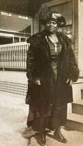 ORIGINAL - AFRICAN AMERICAN LADY in MINK named MARGRETT S. BRUEL PHOTO c1910