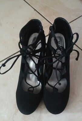 Madeline Girl Black Tie Pumps Heels Party Prom Shoes Size 9.5 EUC