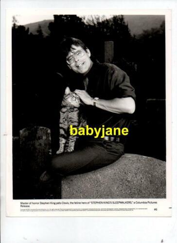 STEPHEN KING ORIGINAL 8X10 PHOTO HOLDING CLOVIS THE CAT 1992 SLEEPWALKERS