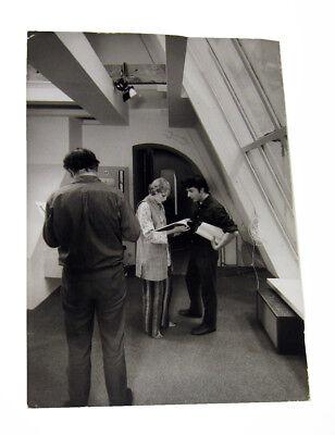 1969 Ken Regan Dustin Hoffman Mia Farrow Script Read 14 X9 3 4  Photo John Mary