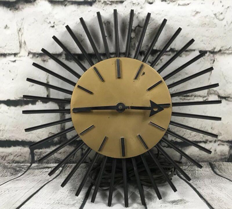 Vintage Syroco Wall Clock, Model SE60C