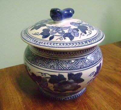 BEAUTIFULL BLUE AND WHITE FLORAL DECORATIVE  BOWL AND  FOO DOG COVER
