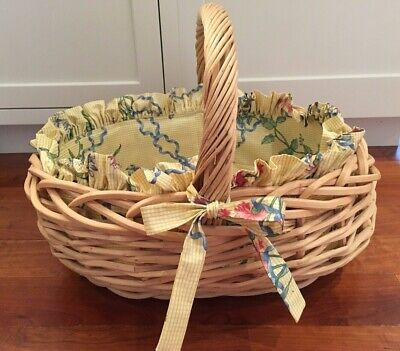 Lined Oval Basket (Oval Wicker Storage Basket W/ Handle Lined With Fabric 19