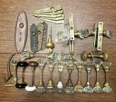 VINTAGE LOT OF BRASS PORCELAIN DOOR KNOBS AND PLATES WITH LOCKING HARDWARE