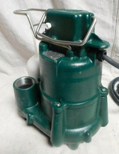ZOELLER D98 1/2 HP Submersible Sump Pump, Vertical Switch Type