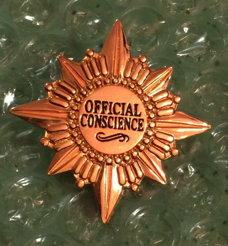 Disney Convention/WDCC - Official Conscience Pin