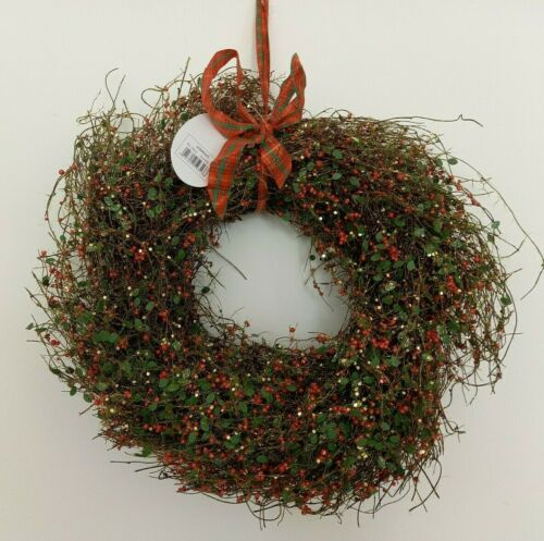 Large+Red%2C+Green+%26+Gold+Spray%2C+Leaf+and+Berry+Christmas+Wreath+30cm