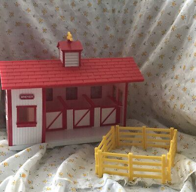 Breyer Horse Stable Barn Red and White Vintage Fence