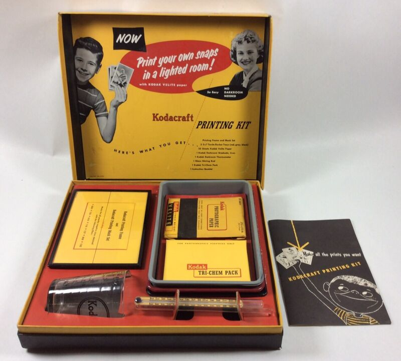 VTG 1950's Kodak Kodacraft Photograph Developing Kit Make a great Movie Prop
